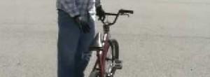 Trucos y saltos en bicicleta BMX : Cómo hacer una 180