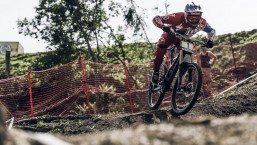 Aaron Gwin Wins Downhill Race with No Chain